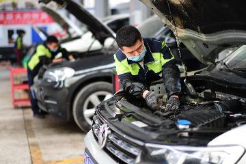 商務部:將進一步研究提出促進汽車、傢俱、家電等重點商品消費的措施