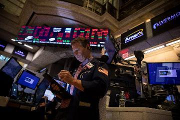 U.S. stocks end higher amid rallying energy shares