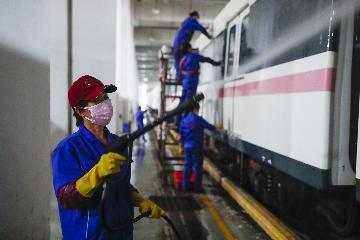湖北:武汉市以外地区3月25日起解除离鄂通道管控