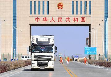 新疆阿拉山口口岸進出境中歐班列突破4000列