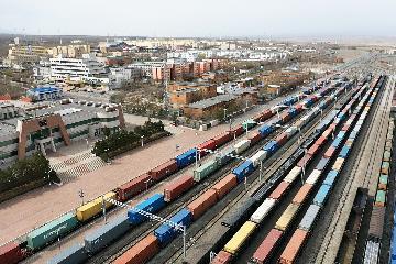 新疆阿拉山口口岸跨境电商火热 出口包裹超2500万件