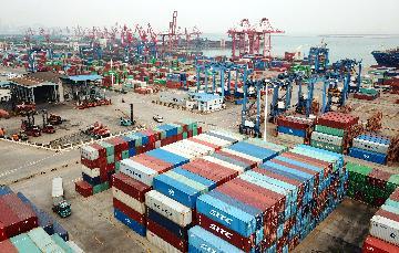 中國前11個月外貿進出口同比增長1.8%