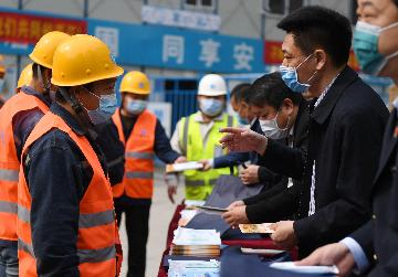 Chinas urban employees see higher pay in 2019