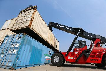 Chinas exports rebound in April amid COVID-19 control