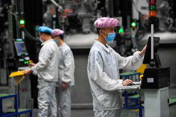 Chinas industrial output falls 8.4 pct in Q1