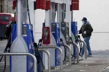综述:主要产油国延长减产未能有效提振油价