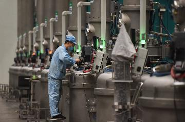 Chinas industrial profits fall in Q1 under virus strain
