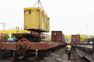 More cargo trains run between northwest China, Europe