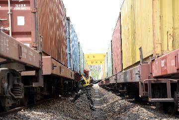 Chinas Chengdu sees 5,000 trips by China-Europe freight trains
