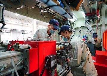 Chinas manufacturing sector expands in April
