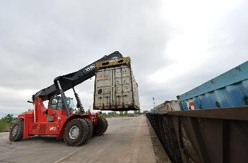 Chinas foreign trade powerhouse registers positive growth in April