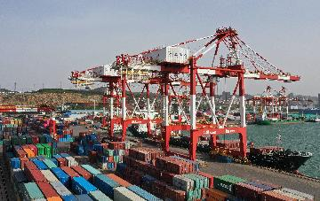 Guangdongs foreign trade down 7.1 percent in H1