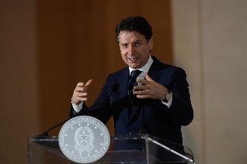 意大利卫生部长:谨慎重启 密切监控