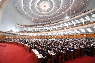 (兩會·要聞)李克強說,實施擴大內需戰略,推動經濟發展方式加快轉變