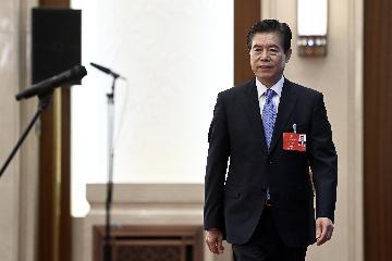 """""""聪明的外商一定不会放弃中国庞大的市场""""--商务部部长钟山回应经贸热点问题"""