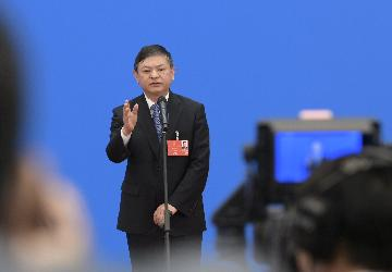 (两会·速递)不能因遇到困难挑战就放松环保要求--生态环境部部长黄润秋
