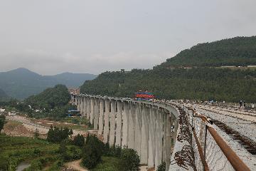 四川巴万高速通江河特大桥全桥贯通