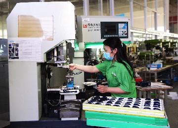 商務部:抓緊研究制定穩外貿穩外資新舉措
