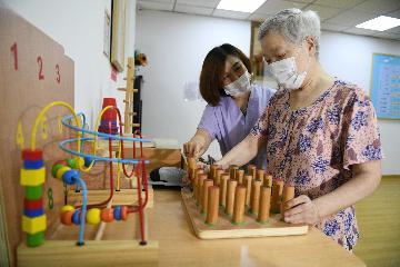 """投入超134億元:中國加速養老服務體系建設應對""""銀髮潮"""""""
