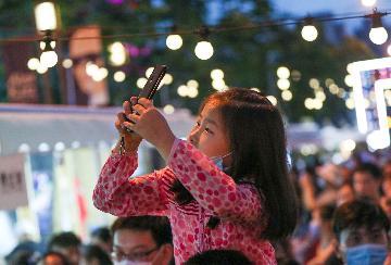 香港放寬酒吧、電影院等娛樂場所入座人數限制