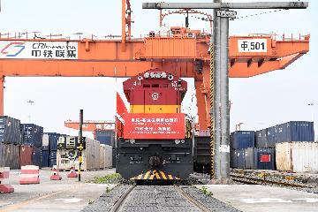 中国首条中欧班列线路2020年开行超2600班