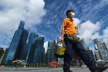 Singapores GDP contracted by 12.6 percent on year in Q2