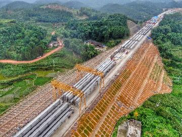 Chinas investment in highways, waterways grows in Jan.-May