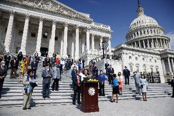White House, Democrats aim for deal on COVID-19 relief bill
