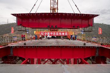 中老鐵路兩座跨湄公河特大橋架梁全部完成