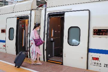 今年上半年中国铁路发送旅客8.18亿人次