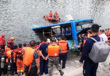 21 dead, 16 injured after bus plunges into lake in southwest China