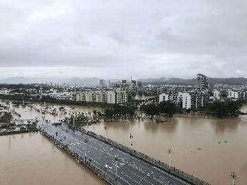 Regions raise response level as heavy rain batters China