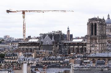 """法國考慮將""""按原樣""""重建被燒毀巴黎聖母院塔尖"""