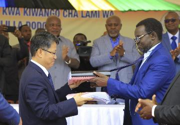 中企承建的坦桑尼亞首都環城路項目簽約
