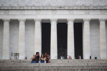 评论:美国到处挥舞制裁大棒严重干扰世界经济复苏