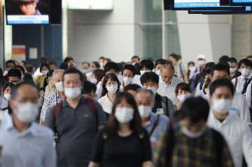 """新闻分析:日本新冠疫情大幅反弹 如何与病毒""""共存"""""""