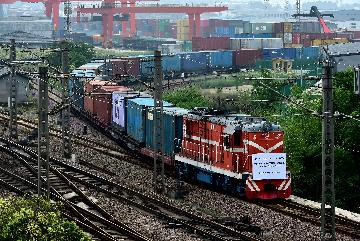 Xinjiangs Alataw Pass sees rising China-Europe freight trains