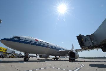 中国民航每日航班量恢复到疫情前九成 处于全球前列