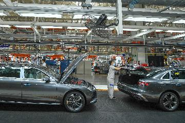 Auto giants benefit from China car recovery