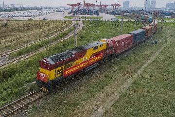 Cargo train carrying anti-epidemic supplies leaves Chinas Xian for Italy