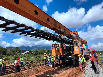 青春,在非洲的原野上绽放--记中企承建坦桑尼亚中央线铁路修复改造项目的年轻人