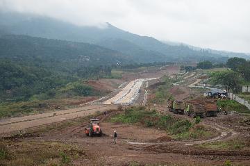 中國路橋印尼萬隆高速公路三期專案防疫生產兩不誤