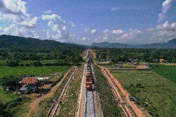 Roundup: China-Laos railway drills through last major tunnel