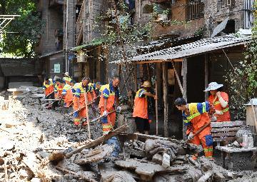 李克強主持召開國務院常務會議  部署防汛救災和災後恢復重建工作