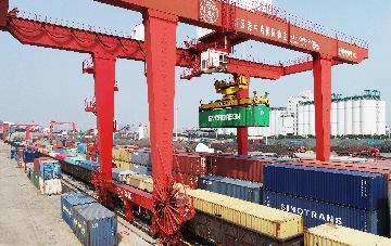 二連浩特鐵路口岸中歐班列進出口突破1500列