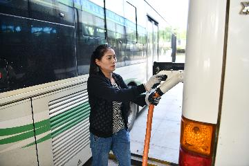 60 pct of Chinas buses go electric amid clean energy push