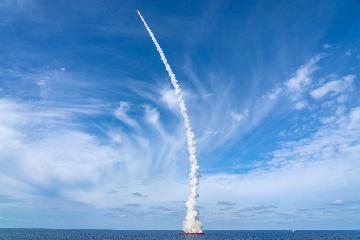 """中国在黄海海域成功发射""""吉林一号""""高分03-1组卫星"""
