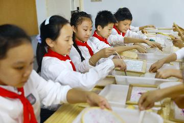 China-ASEAN education exhibition embraces technological innovation