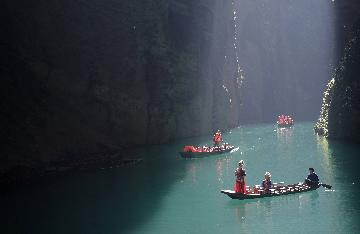 Chinas Hubei sees tourism boom in autumn, winter