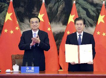 RCEP成功签署对疫情下的地区和全球经济复苏是重大利好--访中国驻东盟大使邓锡军